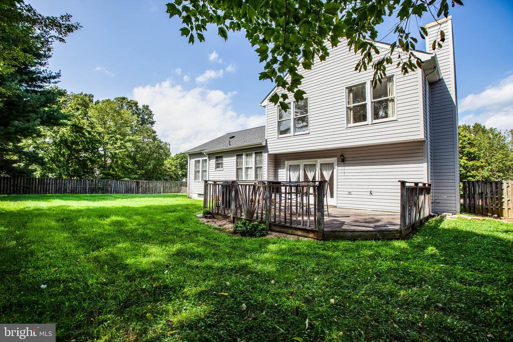 Large deck & private lot - 47 SETTLERS WAY, STAFFORD