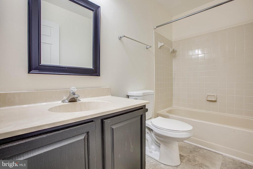 Hall Bathroom 1 - 47 SETTLERS WAY, STAFFORD