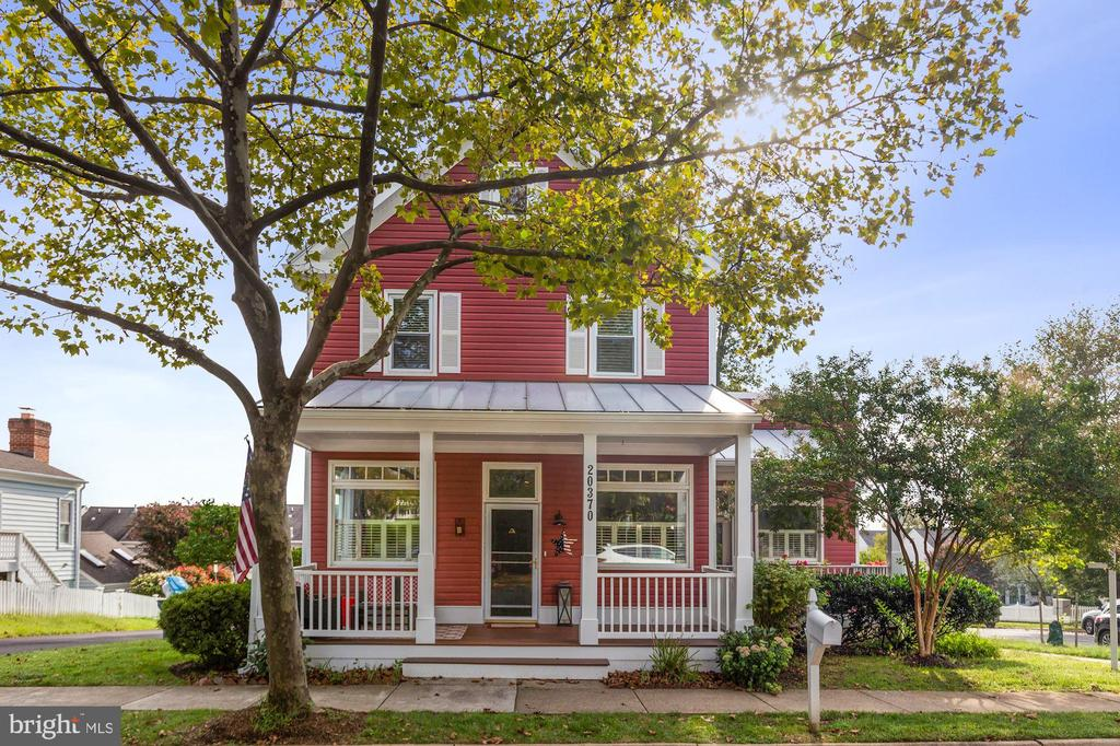 Front of house w porch - 20370 PLAINFIELD ST, ASHBURN