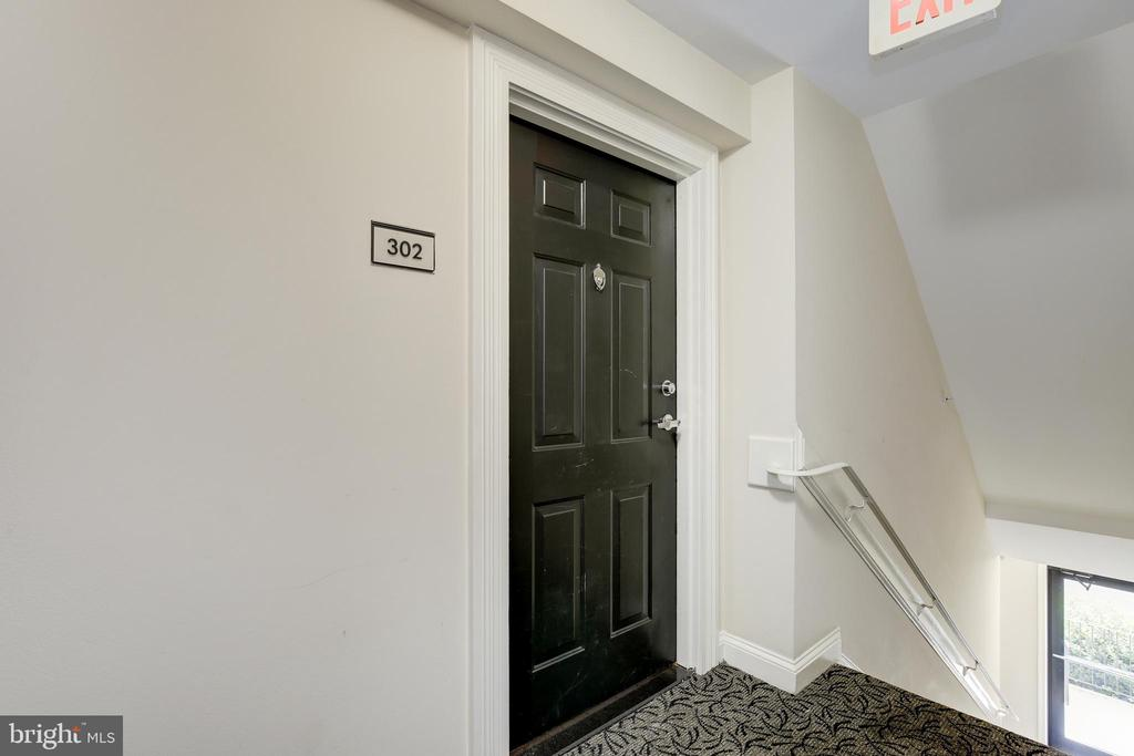 Apt.302 3601 38th Street Entrance - 3601 NW 38TH ST NW #302, WASHINGTON