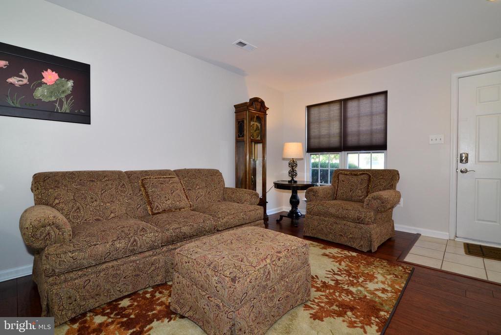 Main level living room with NEW hardwood flooring! - 45067 FELLOWSHIP SQ, ASHBURN