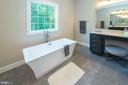 Dual sided bath- tub  side with dressing table - 9524 LEEMAY ST, VIENNA