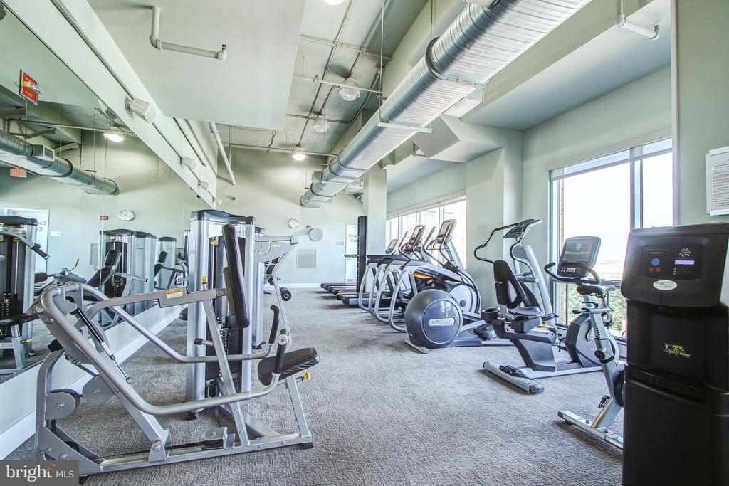Well appointed gym with incredible views - 2001 15TH ST N #1213, ARLINGTON