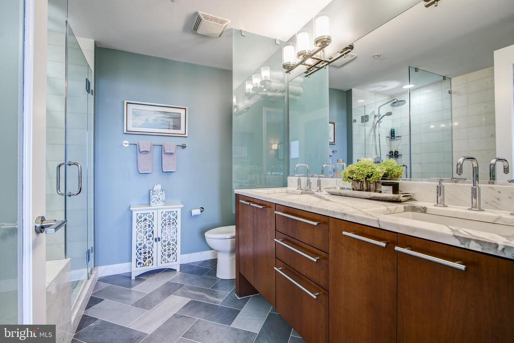 Primary bath with new herringbone marble flooring - 2001 15TH ST N #1213, ARLINGTON