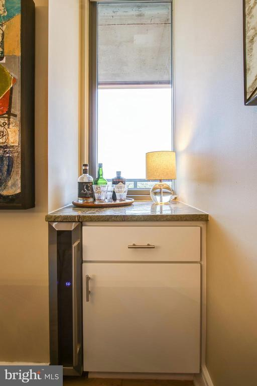 New bar with cabinets, wine fridge and granite top - 2001 15TH ST N #1213, ARLINGTON