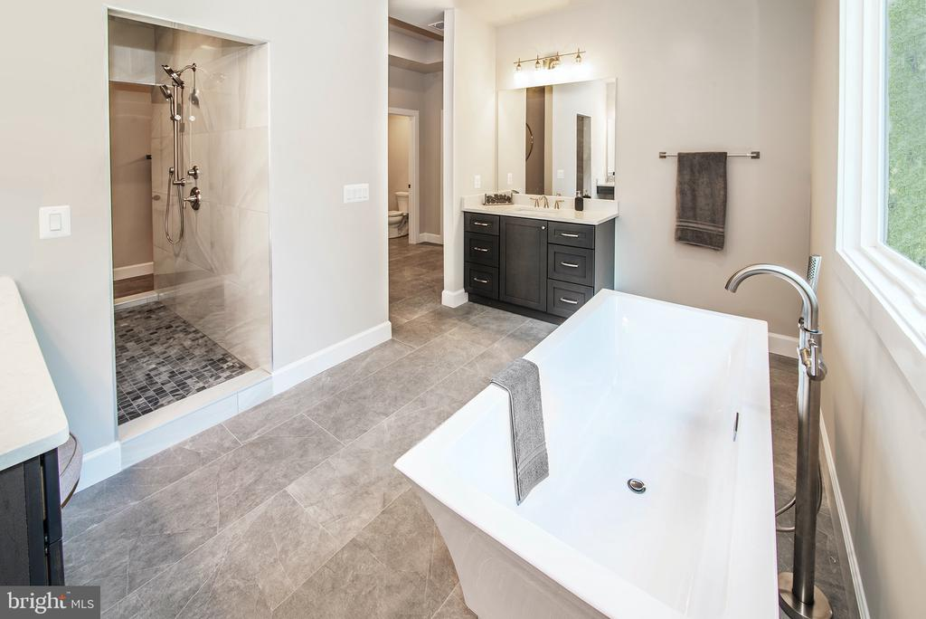 Owners Bath - 9524 LEEMAY ST, VIENNA