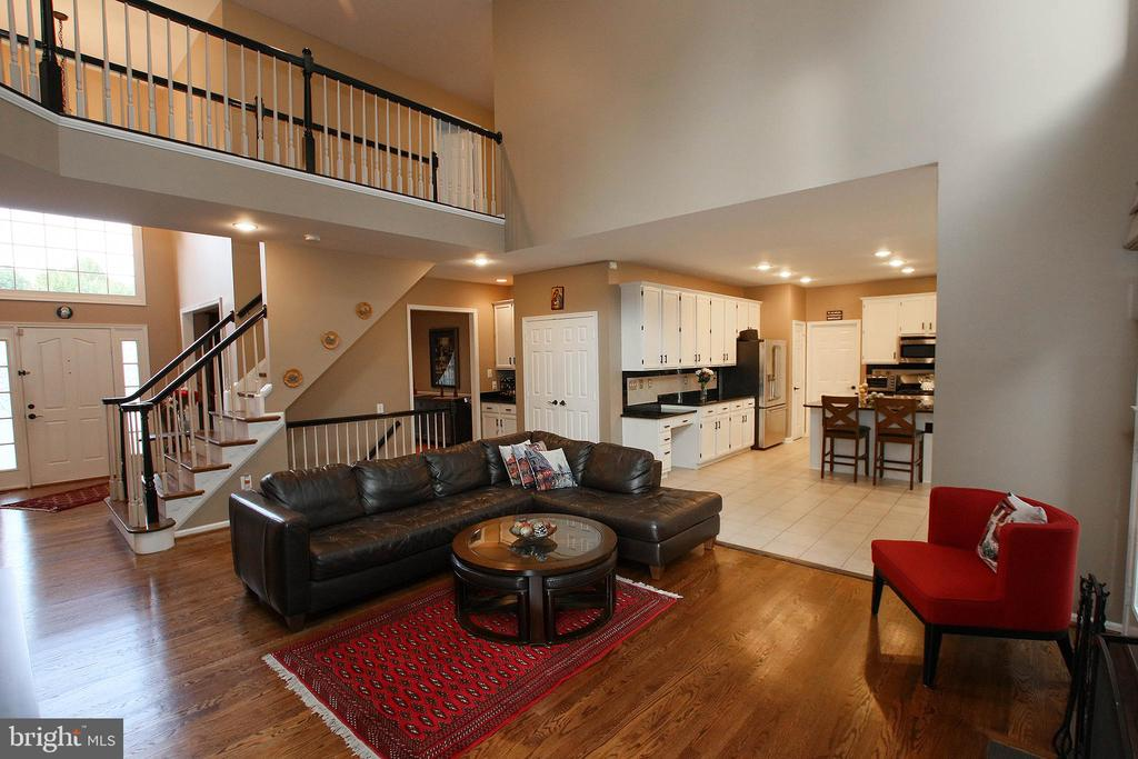 Open concept - 21211 EDGEWOOD CT, STERLING