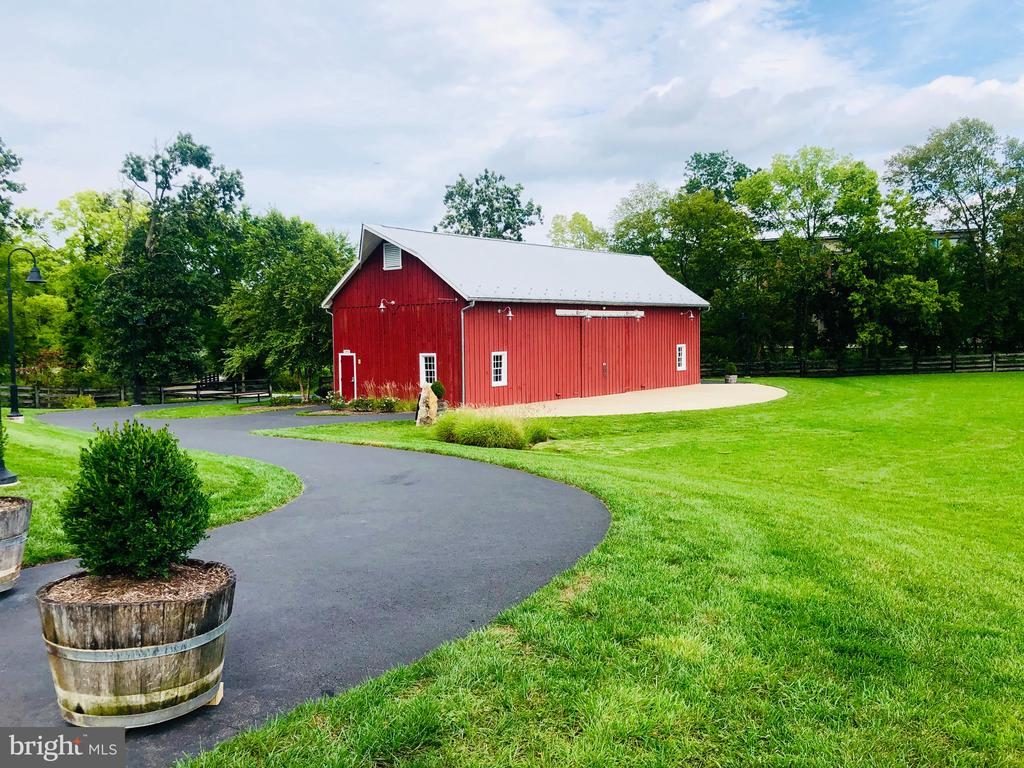 The Barn at One Loudoun - 44754 TIVERTON SQ, ASHBURN