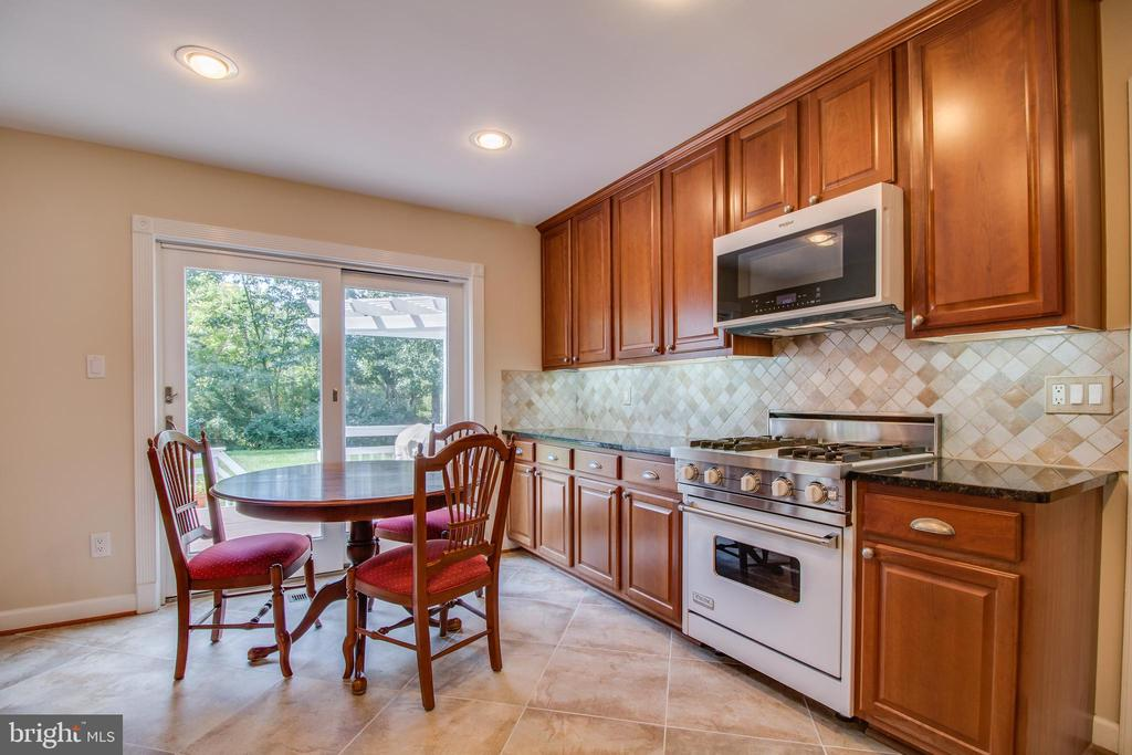 - 1134 BANDY RUN RD, HERNDON