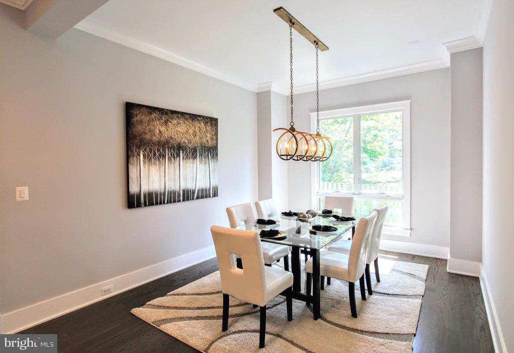 Dining room of similar floor plan - 117 COURTHOUSE RD SW, VIENNA