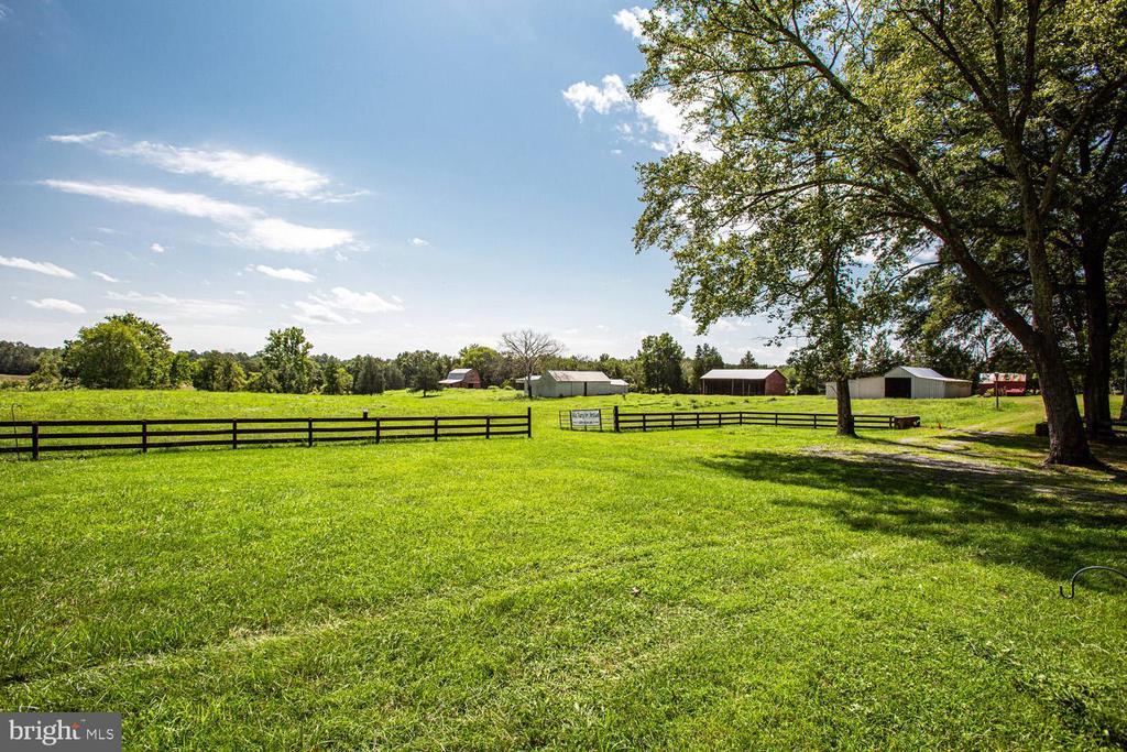 Beautiful pastures - 50 CEDAR OAKS LN, FREDERICKSBURG