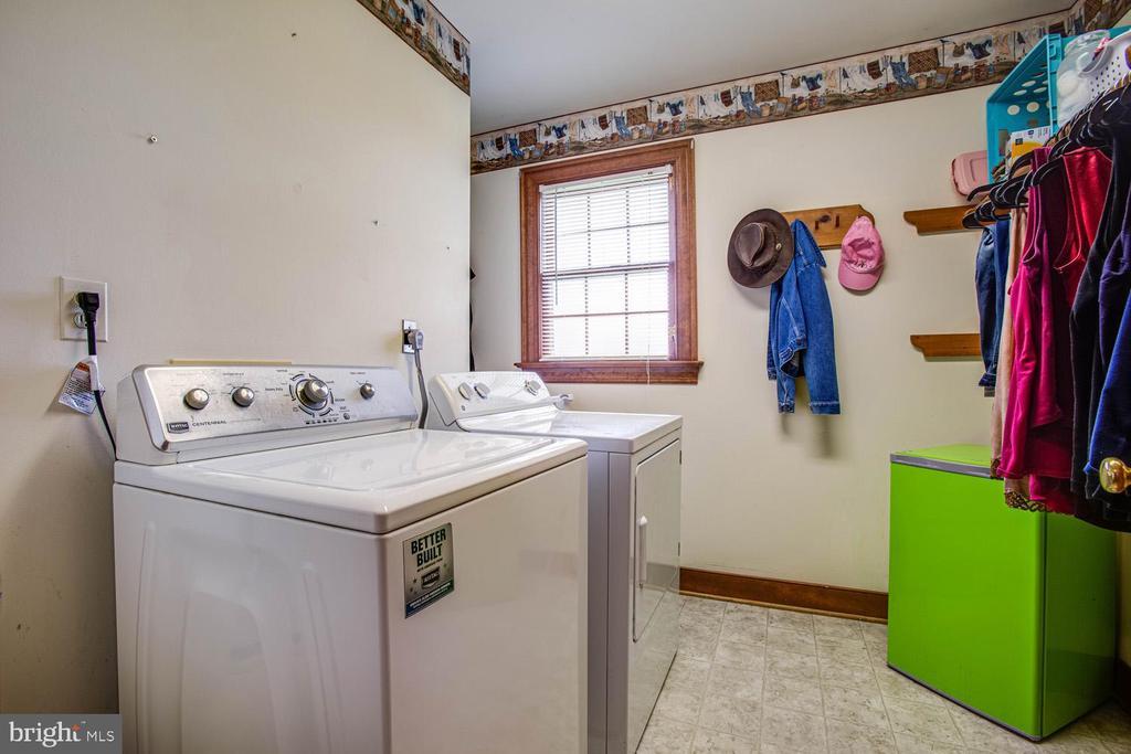 Main-level laundry room - 50 CEDAR OAKS LN, FREDERICKSBURG