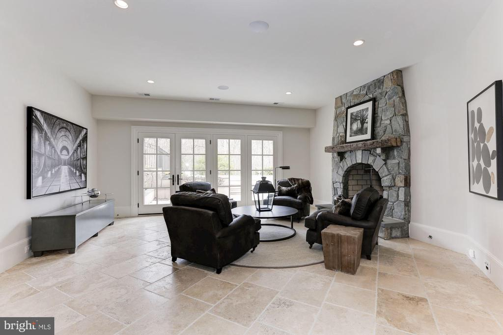 Recreation Room - 906 TURKEY RUN RD, MCLEAN