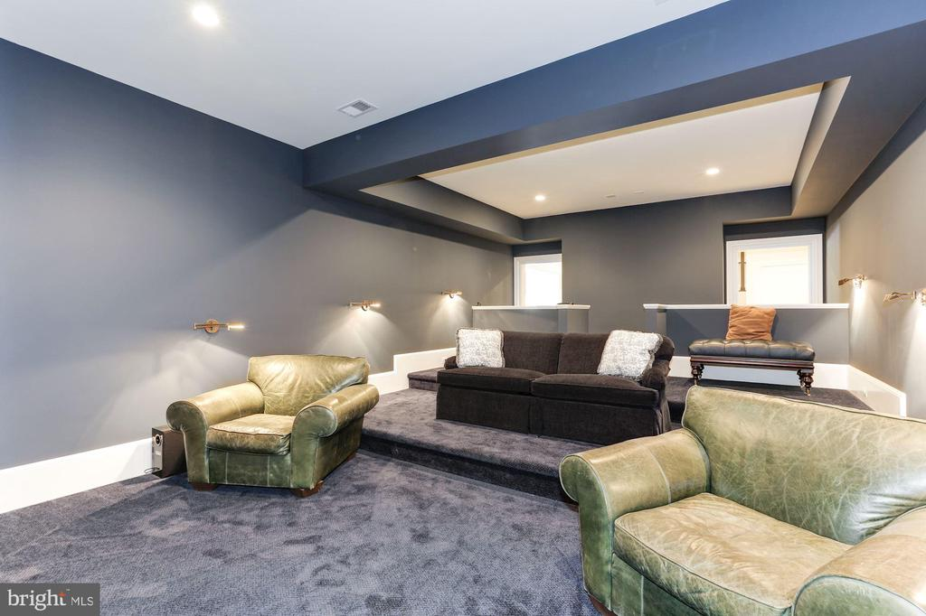 Media Room - 906 TURKEY RUN RD, MCLEAN