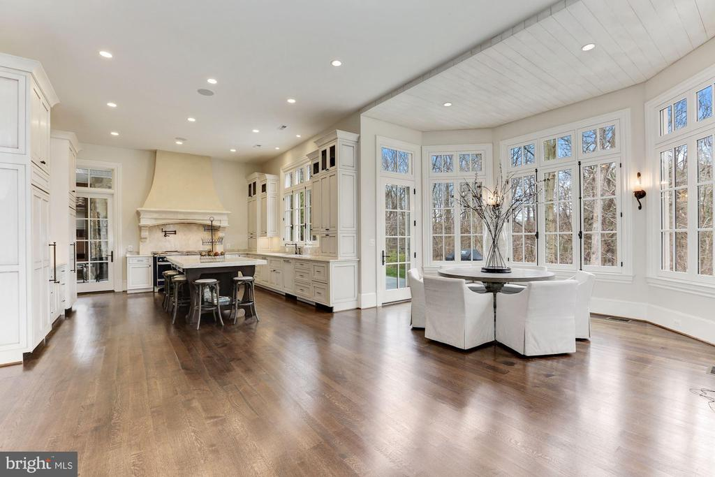 Kitchen & Breakfast Room - 906 TURKEY RUN RD, MCLEAN