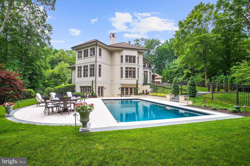 Exterior Pool View - 906 TURKEY RUN RD, MCLEAN
