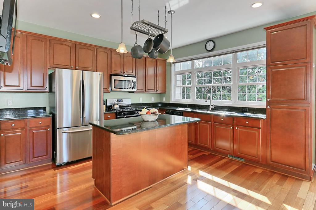 Fully equipped kitchen with Island - 3441 25TH CT S, ARLINGTON