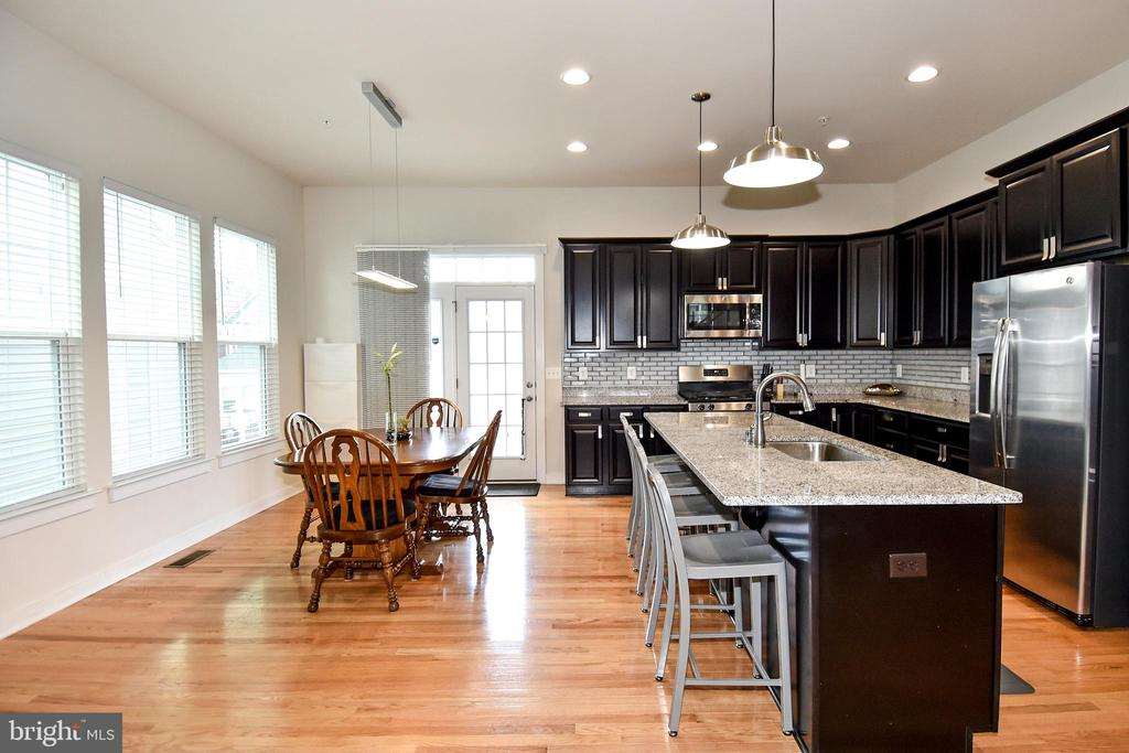 Stainless Steel Appliances - 2522 SWEET CLOVER CT, DUMFRIES