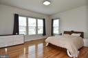 Lots of natural light in large master bedroom - 2522 SWEET CLOVER CT, DUMFRIES