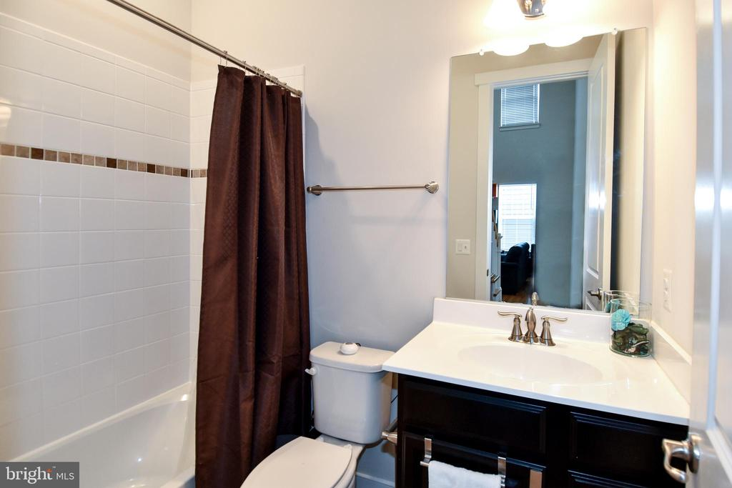 Bathroom #1 on Main Level - 2522 SWEET CLOVER CT, DUMFRIES