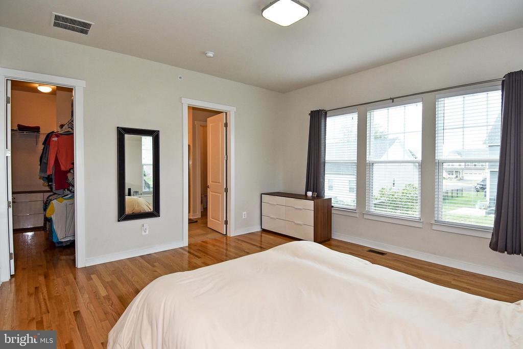 Walk-in Closet in Master Bedroom - 2522 SWEET CLOVER CT, DUMFRIES