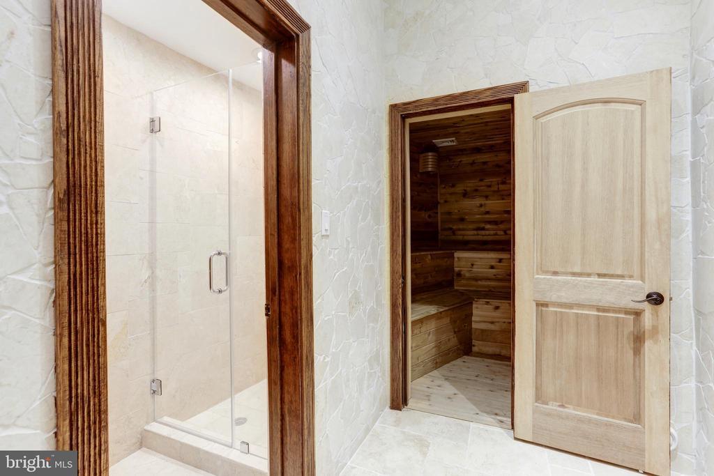 Pool Level Shower & Sauna - 612 RIVERCREST DR, MCLEAN