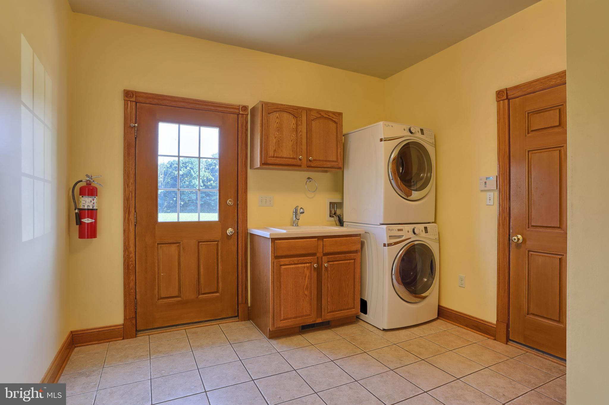 1st Floor Laundry (washer/dryer do not stay)
