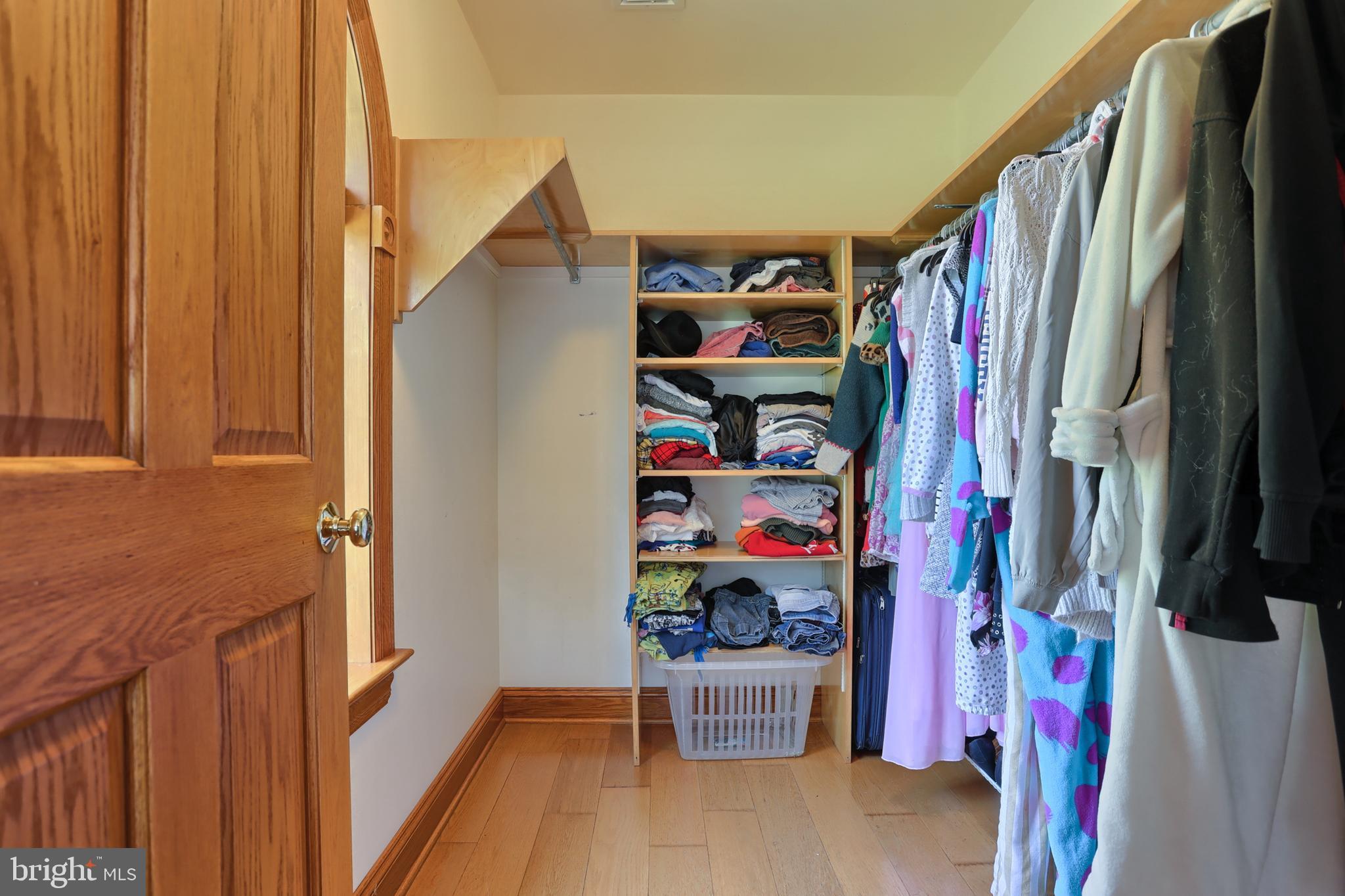 Walk in closet - BR 4