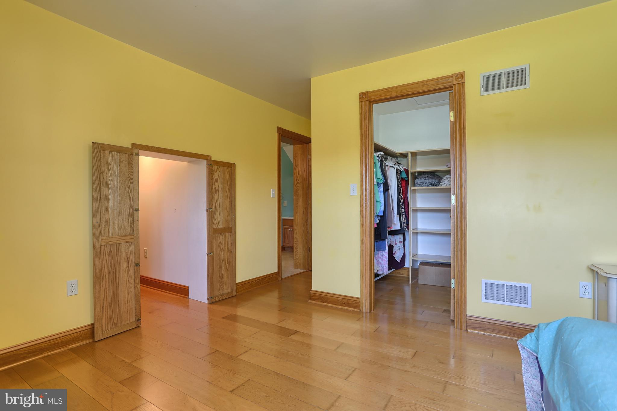 Walk in closet BR 3