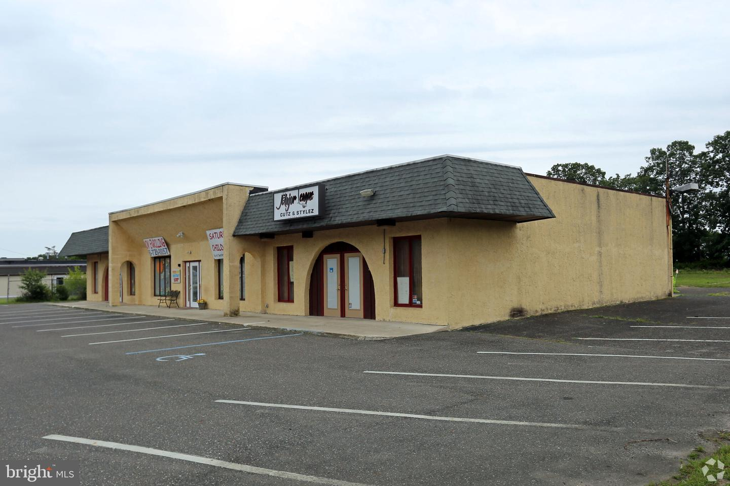 Retail for Sale at Williamstown, New Jersey 08094 United States