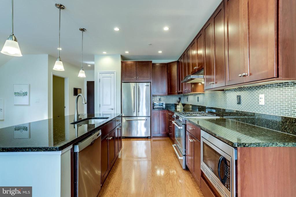 Kitchen - 1418 N RHODES ST #B414, ARLINGTON