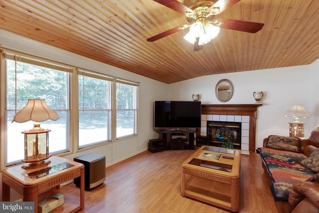Family Room with Gas Fireplace - 500 ROLLING RIDGE LN, WINCHESTER