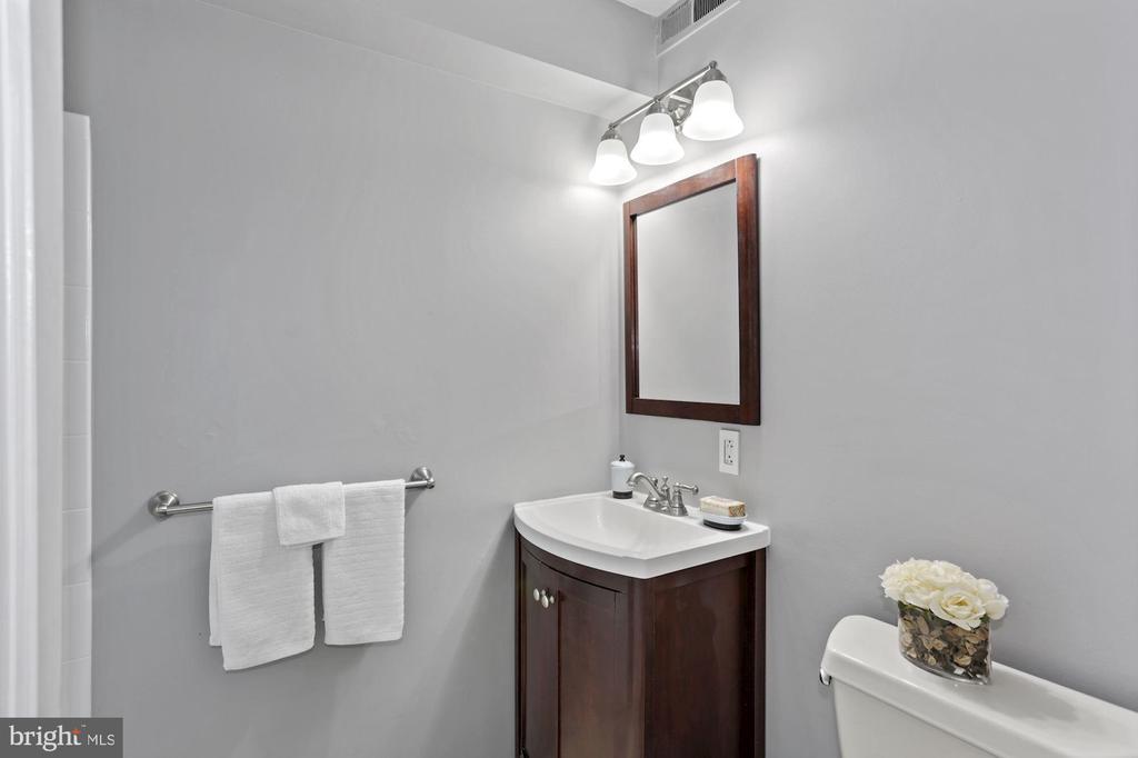 Remodeled full bath... - 1801 KEY BLVD #10-506, ARLINGTON