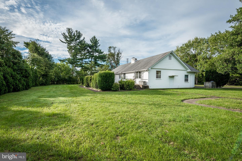 Single Family Homes pour l Vente à Levittown, Pennsylvanie 19055 États-Unis