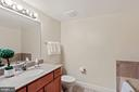 Owner's ensuite 4-piece bath. - 1205 N GARFIELD ST #608, ARLINGTON