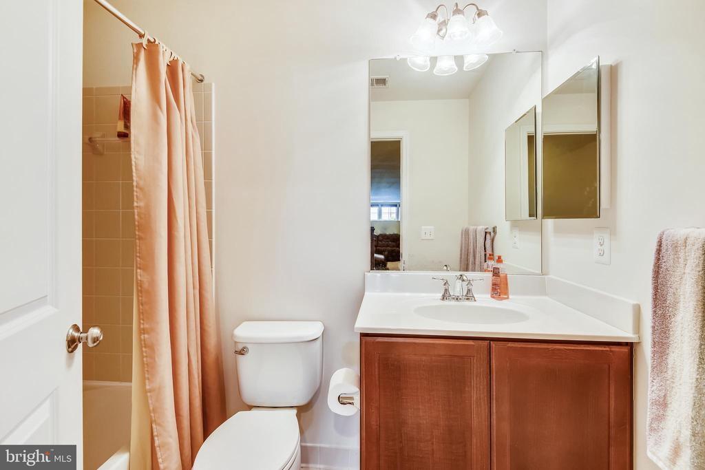 3RD FULL BATH IN THE LOWER LEVEL - 44533 NEPONSET ST, ASHBURN