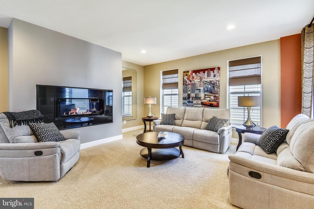 SPACIOUS FAMILY ROOM WITH UPGRADED FIREPLACE - 44533 NEPONSET ST, ASHBURN