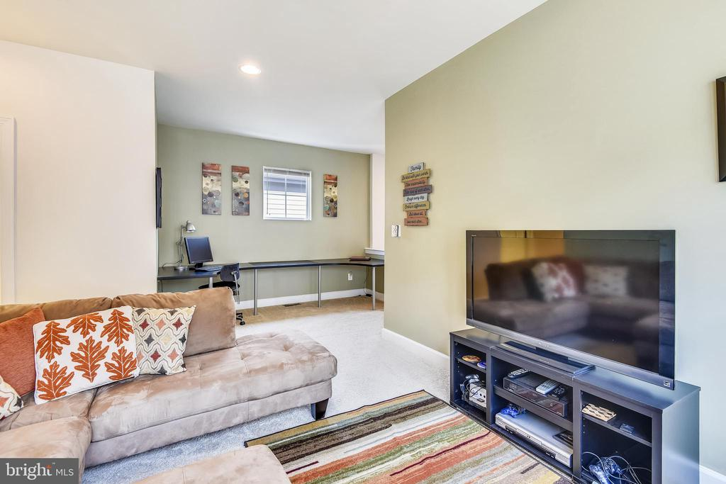 UPPER LEVEL-2ND FAMILY ROOM/HOME OFFICE - 44533 NEPONSET ST, ASHBURN