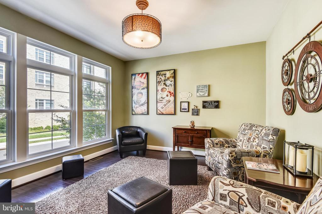 FORMAL LIVING ROOM OR POTENTIAL HOME OFFICE ON ML - 44533 NEPONSET ST, ASHBURN