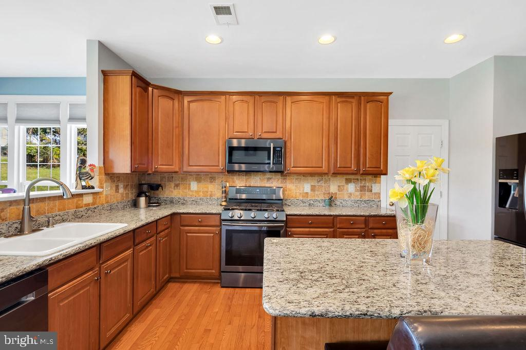 Large Granite Kitchen Island - 14079 MERLOT LN, PURCELLVILLE