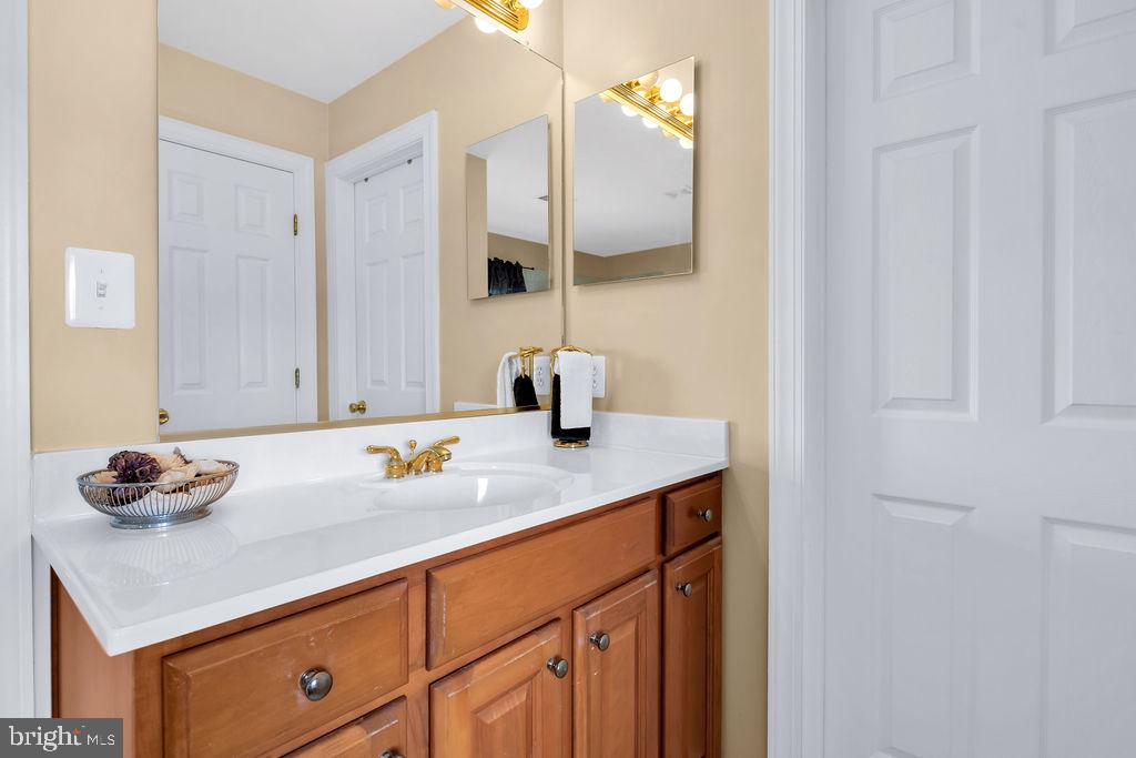 Two Separate Sinks - 14079 MERLOT LN, PURCELLVILLE