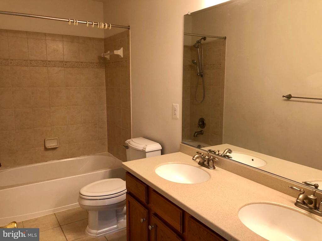 Hall Bath with Double Vanity - 76 BRENTSMILL DR, STAFFORD