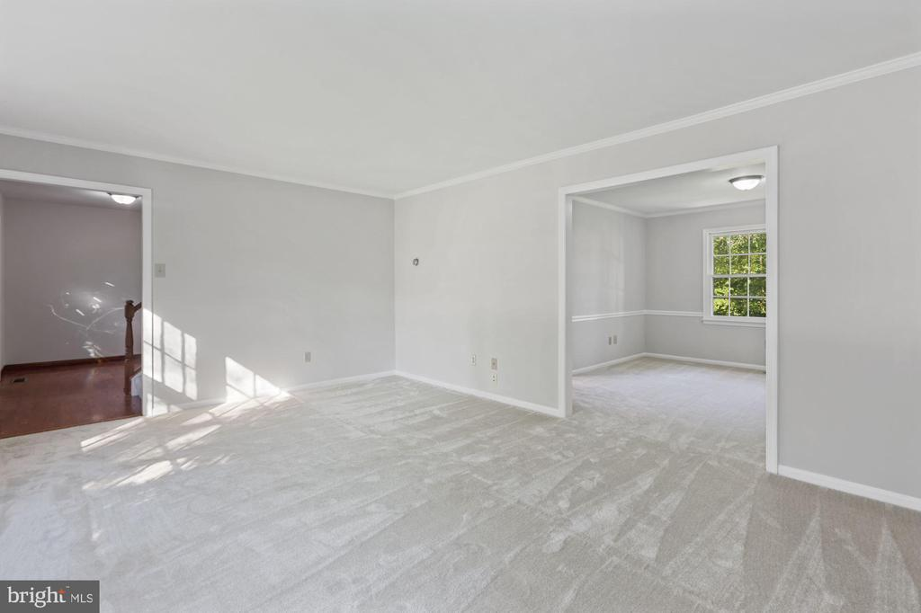 Living Room connects to Dining Room - 6244 COVERED BRIDGE RD, BURKE