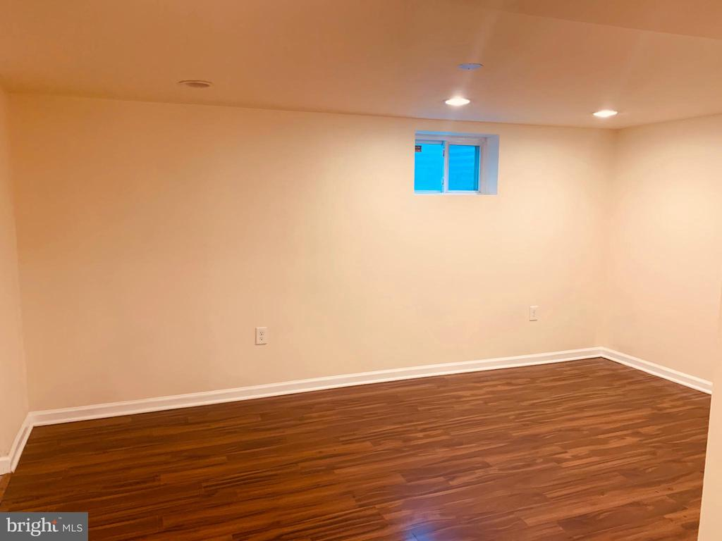 Room 2 in Basement - 21084 POTOMAC VIEW RD, STERLING