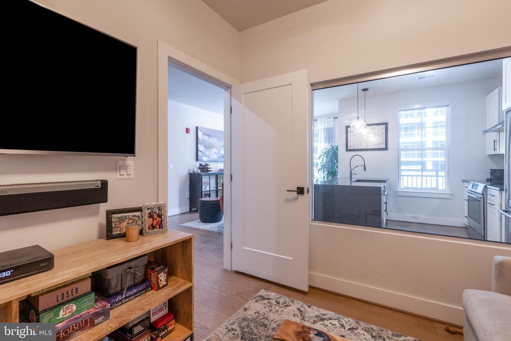 den/2nd bedroom - 1411 KEY BLVD #207, ARLINGTON