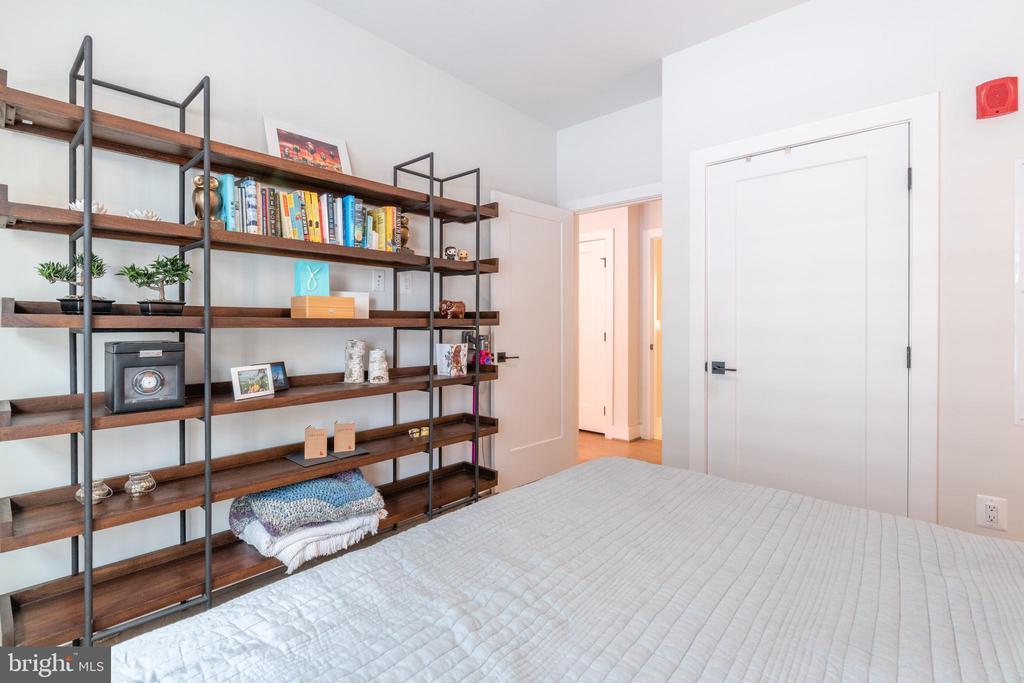 Owners Suite - 1411 KEY BLVD #207, ARLINGTON