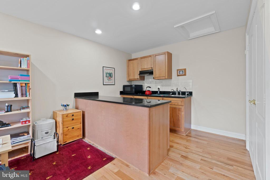 UPPER SUITE KITCHENETTE - 108 HIGH RIDGE DR, STAFFORD