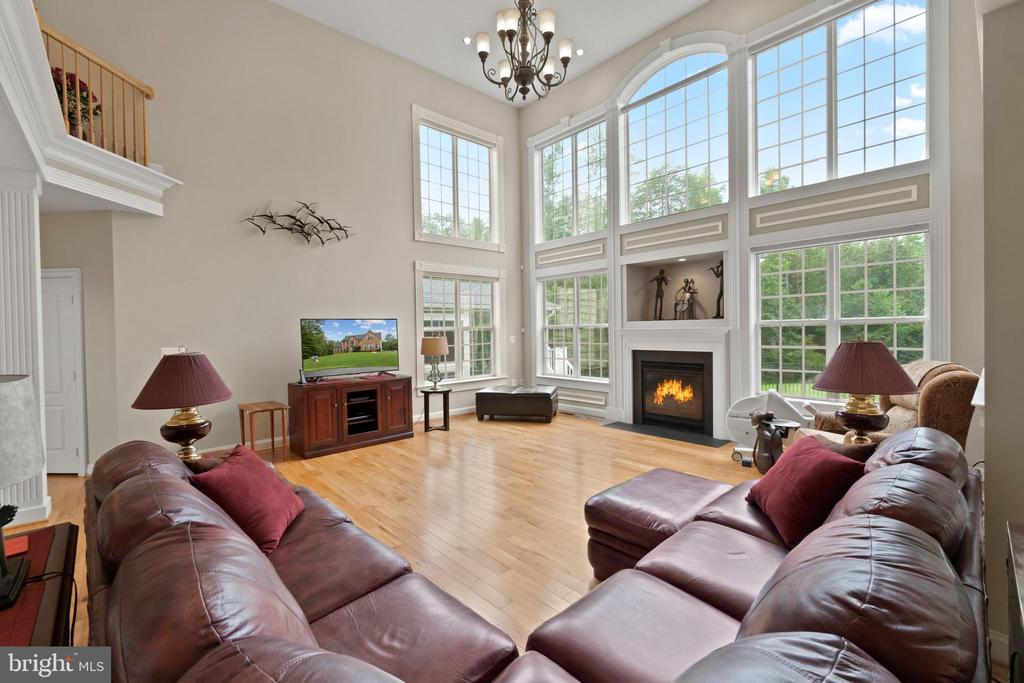 TONS OF NATURAL LIGHT - 108 HIGH RIDGE DR, STAFFORD