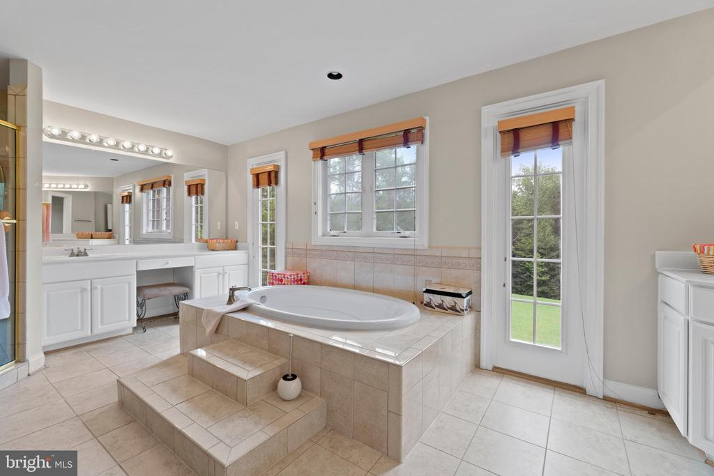 SOAKING TUB - 108 HIGH RIDGE DR, STAFFORD