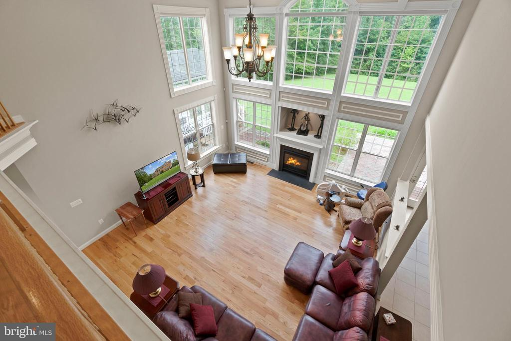 TWO STORY FAMILY ROOM - 108 HIGH RIDGE DR, STAFFORD